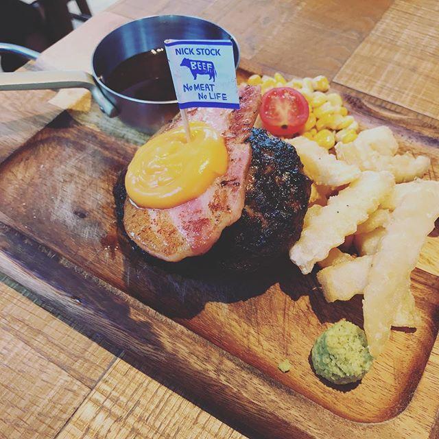 仕事終わりに職場の後輩と名駅のNICK STOCKへ!  肉!って感じのハンバーグ、最高でした(^^) #愛知 #名古屋 #名古屋ランチ  #名駅 #名駅ランチ  #肉  #ハンバーグ  #肉汁  #絶品  #nagoya #japan #beaf  #meat  #hot #hamburger  #delicious  #food #lunch  #instagood  #instafood