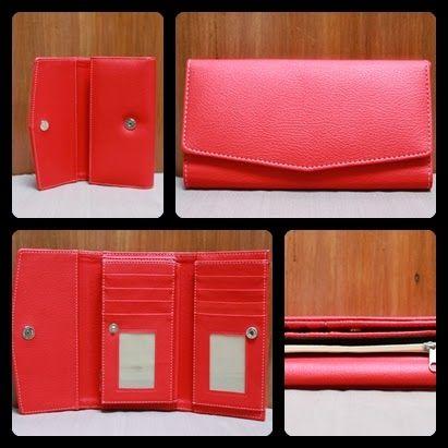 Nama  Produk : Dompet Motif Merah Harga : 50rb Ukuran   : 20cmx35cm Bahan : Kulit Sintetis Bentuk Dompet : Lipat 3 ,1 slotfoto, 3 slotcard