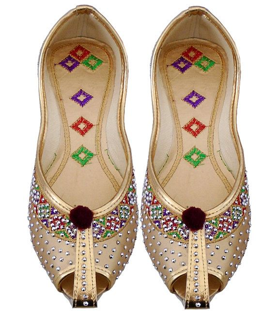 indian women Khussa Shoes Golden Designer Shoes, Women shoes online,Bridal Shoes For Women,Punjabi Khussa Shoes, Traditional Wedding Shoes.