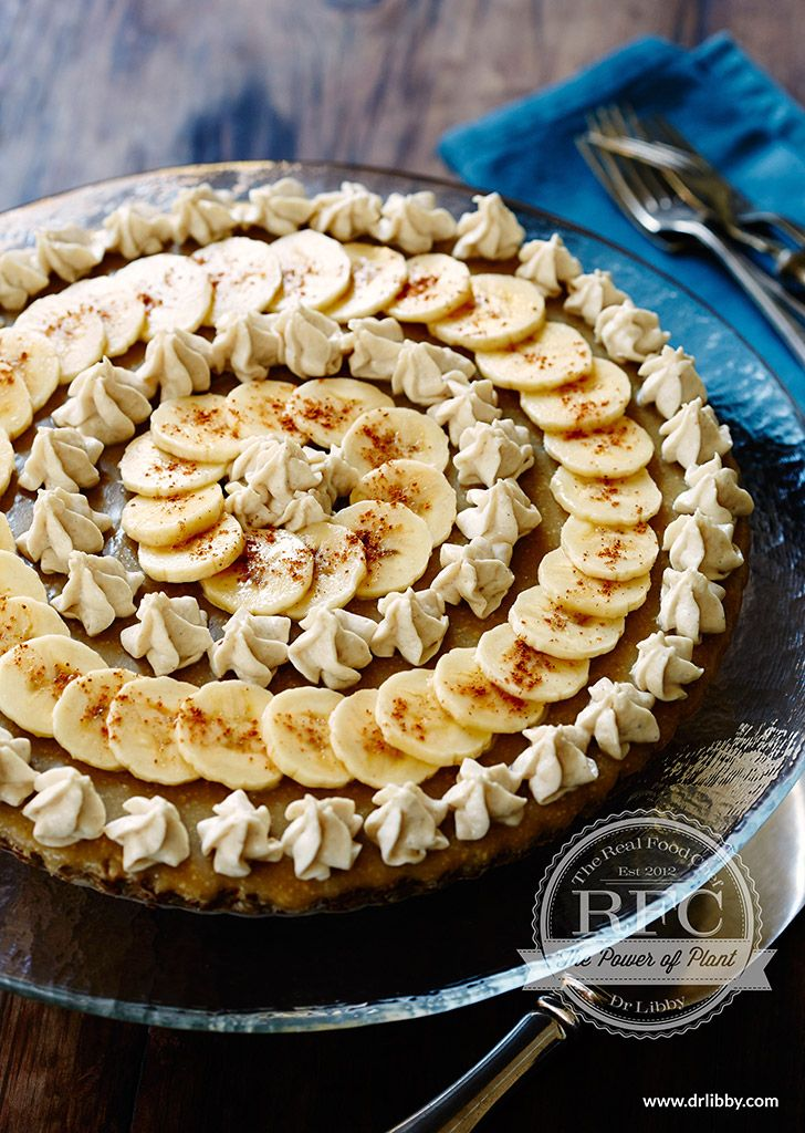 Banoffee Pie | This nourishing version of Banoffee Pie is every bit as delicious as the decadent original. And combining pysllium husks, cashew nuts and coconut to form the cream topping is a nutrient-dense alternative. Let this Real Food Kitchen dessert astound you with delight! | www.drlibby.com