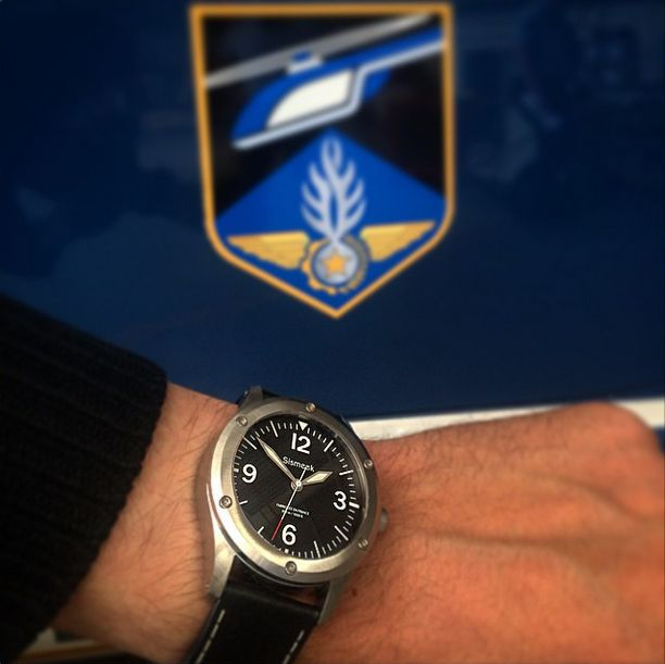 Sismeek is proud to announce its partnership with FAGN (Forces Aériennes de la Gendarmerie Nationale) #army #watch #france #aircraft #helicopter #watchaddict - We will show you the limited edition timepiece developed for the FAGN in 36 days