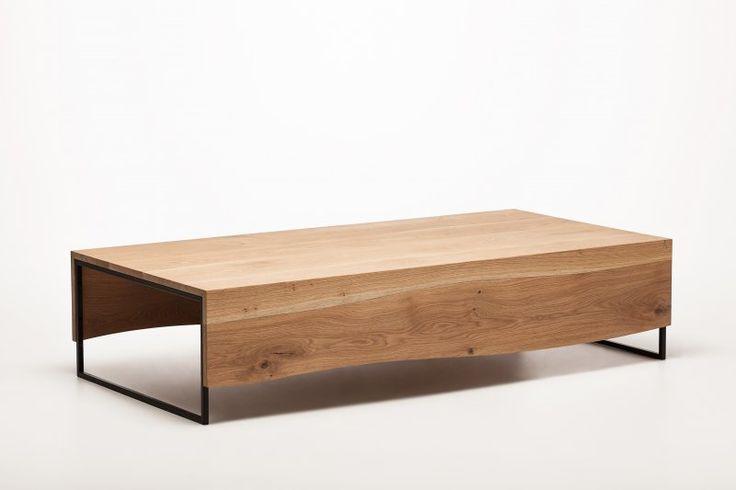 Salontafel met natuurlijk gewelfde planken van Boleform. Gemaakt en ontworpen door de vaklieden van Goeters werkplaats en winkel voor mooie nuttige dingen.