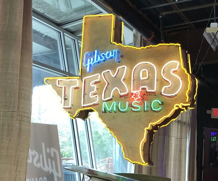 No santuário das guitarras Gibson em Austin, SXSW começa com um bate papo com o diretor de cinema texano Richard Linklater  #SXSW #SXSW2017 #SXSWnoBitsmag #Bitsmag #BitsmagTV #cultura #viagem #madrugada #noite #musica #streetart #artepop #hoteisboutique #seriados #lifestyle #streaming #netflix #amazon #primevideo