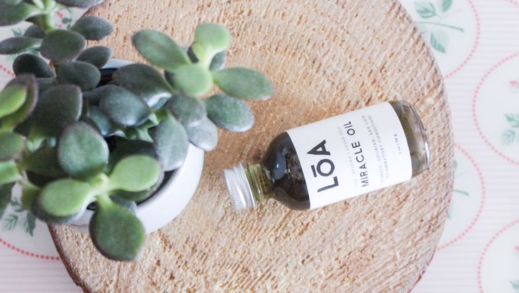 """I have discovered the """"Miracle Oil"""" by Loa Apothecary only recently. It's an organic, natural remedy (vegan friendly, of course) that helps hydrate and calminflammatory skin conditions such as acne or eczema. The oil itself is made out of a combination of over 15 botanicals, and is enriched withomega-3 and 6 essential fatty acids. It …"""