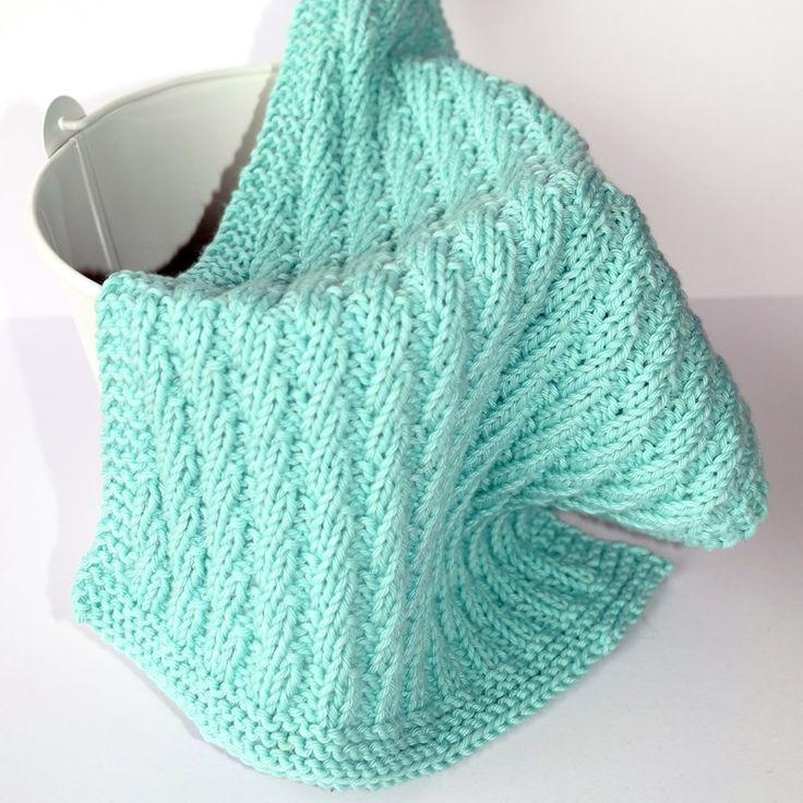 Vi er i gang med nye strikkemønster til kluter, og Hobbykunst ønsker å dele disse flotte strikkeoppskriftene som Sissel Anita designer.Klutene er designet med enkle mønster som gjør at alle kan klare dette, og det å strikke sine egne kluter er jo en perfekt kreativ aktivitet for årstiden vi er på vei inn i!