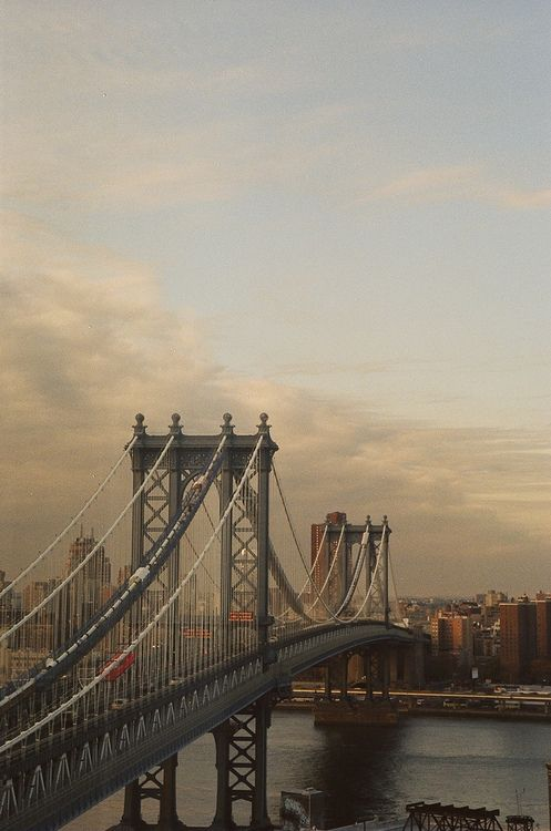 Manhattan Bridge, New York City, United States.