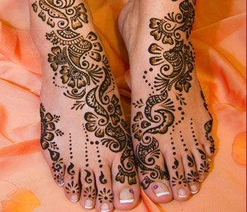 http://www.sdcblog.com/wp-content/uploads/2011/08/Arabic-Mehndi-Designs-On-Feet-for-brides.jpg