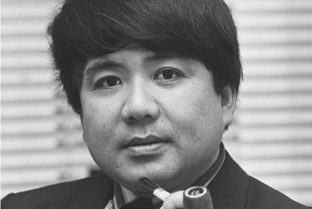 Kho Liang le (1927 – 1975) #KhoLiangLe is best known as a #Dutch #industrialdesigner of the #mid-century era. Chinese Indonesian born, Kho emigrated to the Netherlands in 1949 to study first medicine and then #architecture. He would also attract international talent such as #PierrePaulin and #GeofferyHarcourt to Artifort placing the Dutch group amongst the world's top #furniture #design houses. Famous works include: #C683Sofa, #C684Sofa, #070Sofa and work on the #SchipolAirport.