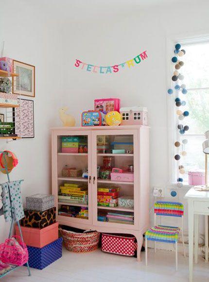 kast-kledingkast-kinderkamer-babykamer-opbergen-opruimen-inspiratie-retro-hout-vintage-modern-opruimen-kleding2
