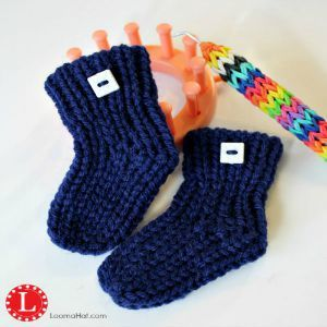 Learn to Loom Knit a Pair of Baby Booties . Step by Step Text, Picture and Video Tutorial. Easy and Very Detailed for Beginners. Knit Shoes No Holes No Bulk
