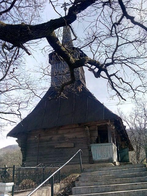 Turismul în România: Biserica de lemn din Brusturi