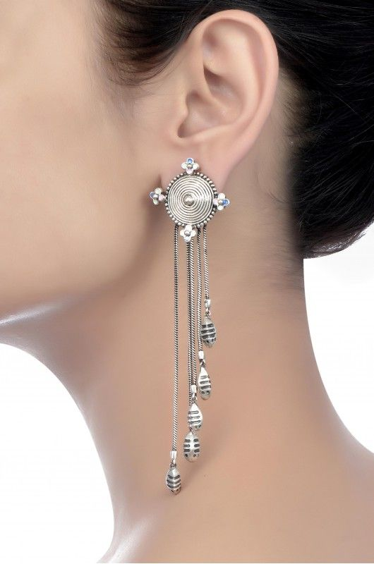 I confess I have a thing for tassels. Look, so pretty! / Amrapali