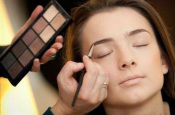 Как красить брови тенями: пошаговые секреты чарующего взгляда - http://vipmodnica.ru/kak-krasit-brovi-tenyami-poshagovye-sekrety-charuyushhego-vzglyada/