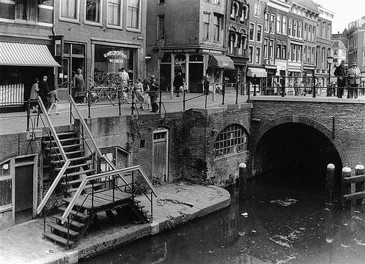 Vismarkt 1960 | Met zulke plekjes in de stad, weet ik weer waarom ik in deze stad wil wonen!
