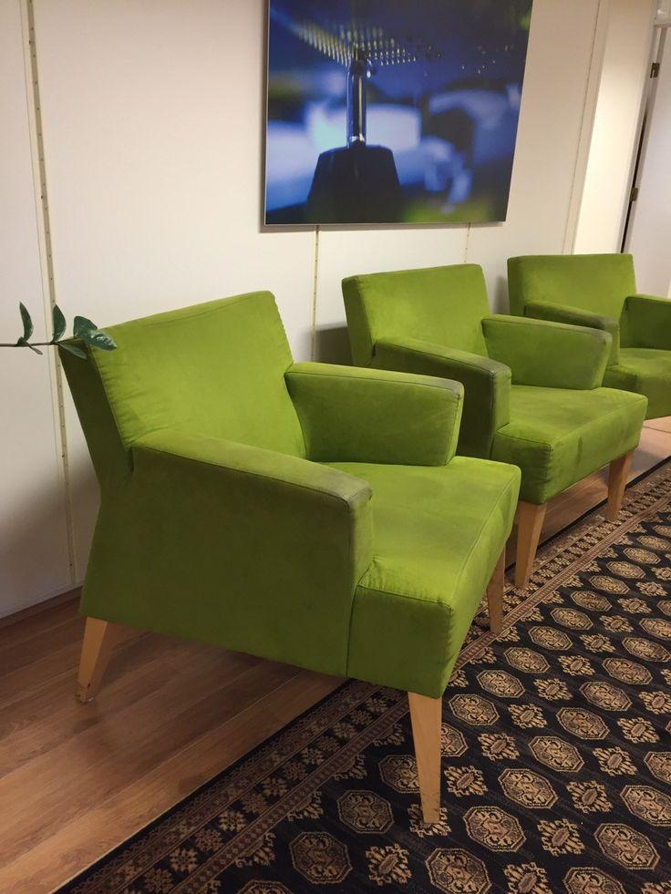 3 lime grønne lenestoler brukt på kontor Dybde: 70 cm Bredde: 78 cm Høyde: 78 cm Gies bort samlet. Må hentes på kontorer på Billingstad mellom kl 08:30-16:00.