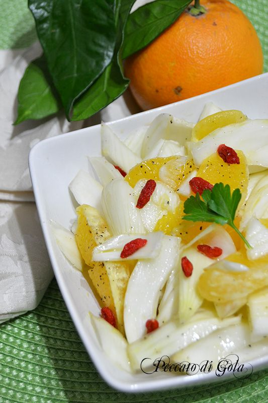 Finocchi e arance all'insalata con bacche di goji