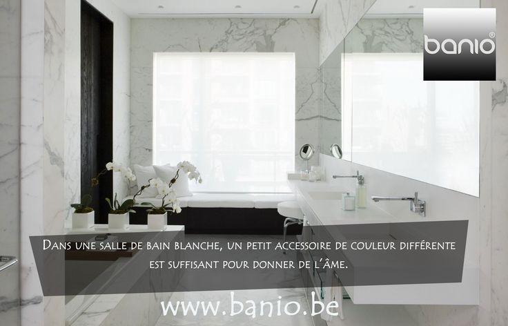 17 beste idee n over kleine witte badkamers op pinterest kleine badkamers houtskool badkamer - Wat kleur aan een badkamer ...