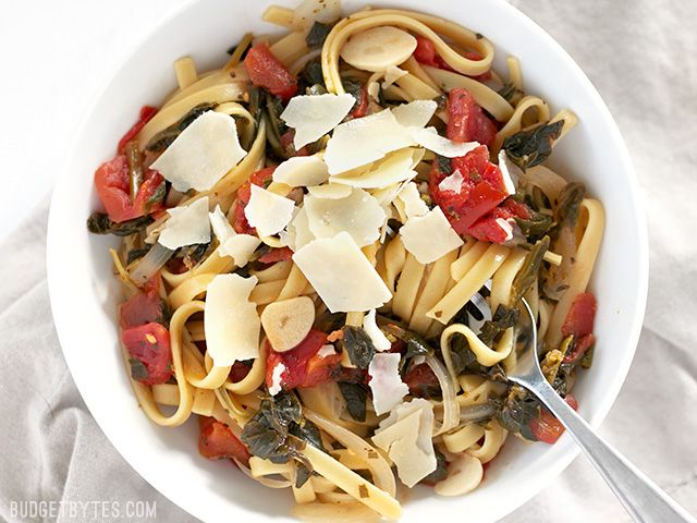 All the ingredients for this Italian Wonderpot cook together in one pot to make an incredibly fast, flavorful, and easy weeknight meal. Step by step photos.