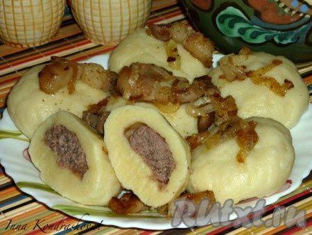 Картофельные галушки с фаршем прекрасно подойдут для семейного обеда или ужина. Очень вкусное и сытное блюдо украинской кухни.
