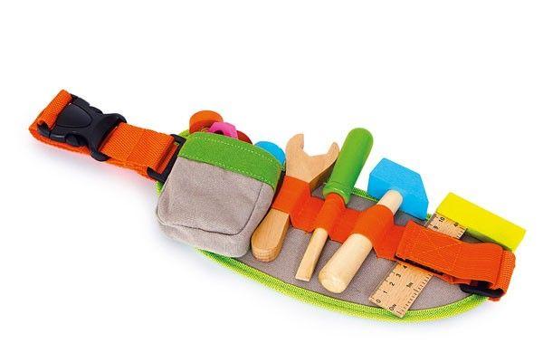 Tutti gli attrezzi sempre a portata di mano!Righello, cacciaviti, martello, chiave a forchetta, tre viti e 5 dadi (LE47458). Compra giocattoli in legno Legler.