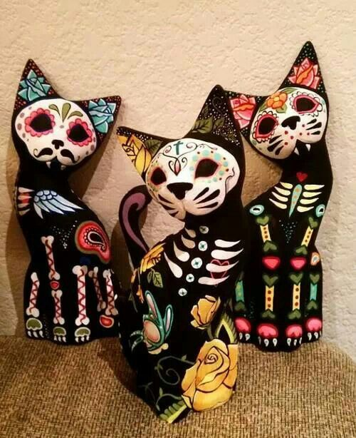 Day of the Dead Gatos, good felt inspiration                                                                                                                                                                                 More