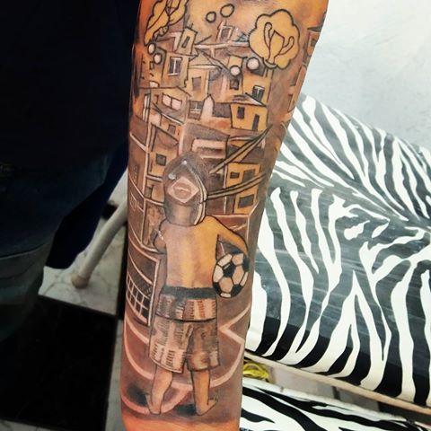 Fechamento de braço...lado de dentro do antebraço...vou postando durante a semana!  (cliente que trouxe o desenho)  #tattoo #tattoos #tatuaje #tatuagem #favela #gueto #futebol #footboll  #bola #sonhos  #dreams #tatuadora #inked #instamood #live #sabado #guarulhos #instacool #jutattoo