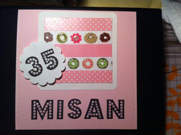 Grattiskort med stämplade bokstäver och siffror. Har fyllt i med glitterlim. Washitejp där jag fyllt i bakverken med glossy accent.