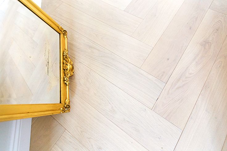 Timberwise Oak Herringbone parquet HW CREAM in the new apartment of fashion blogger Alexa Dagmar. http://alexadagmar.com/category/apartment-blog/page/5/ Timberwisen Tammi Herringbone parketti HW CREAM muotibloggari Alexa Dagmarin uudessa kodissa. http://alexadagmar.com/category/apartment-blog/page/5/