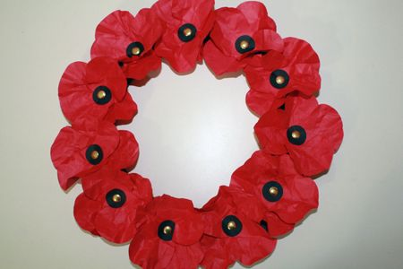 Poppies - wreath TUTORIAL {also could make garlands for Wizard of Oz party}