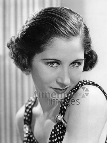 Frauen 1935 Timeline Classics/Timeline Images #30er #1930er #30s #1930s #Haircut #Hairstyle #Haarschnitt #Haare #Hair #Frisur #Frisuren #Mode