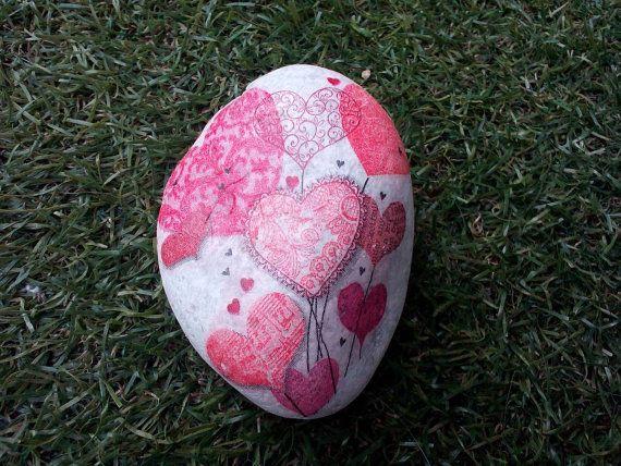 Mira este artículo en mi tienda de Etsy: https://www.etsy.com/es/listing/452616806/piedra-decorada-con-decopage-amores
