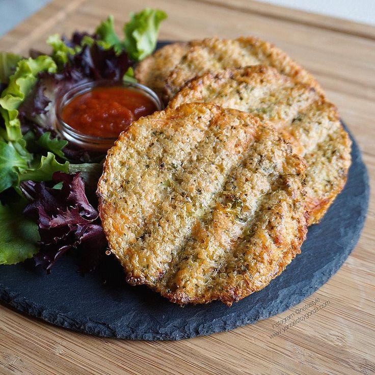 Las mejores recetas fitness y la mejor cocina saludable la encontrarás aquí. Hoy Tortitas de quinoa, brócoli y salmón ahumado al horno ¡Te encantarán!