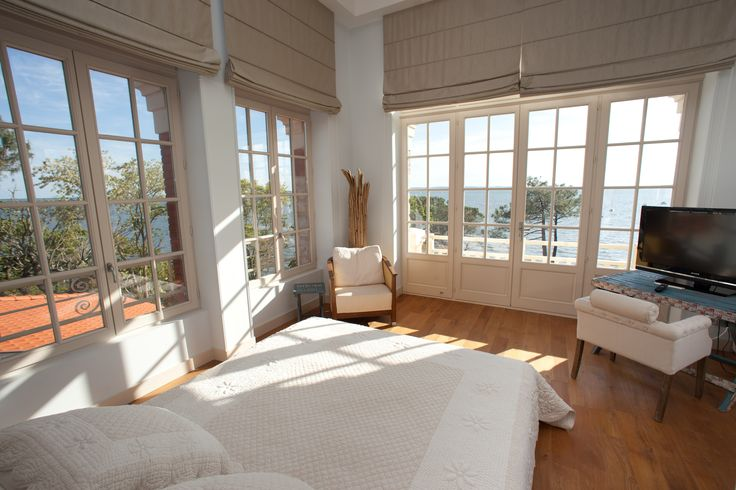 Villa la Tosca, Arcachon, Aquitaine, France. Exceptional Italianate water-front holiday rental villa. Genuine luxury & privacy in beautiful surroundings. A unique, unforgettable experience.