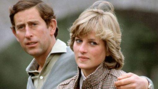 Prins Charles werd op school gepest, kreeg thuis weinig affectie en kon als gevolg niet omgaan met zijn ex-vrouw Diana. Dat onthult New York ...