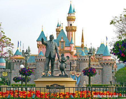 Top ten tips for planning a summer trip to Disneyland