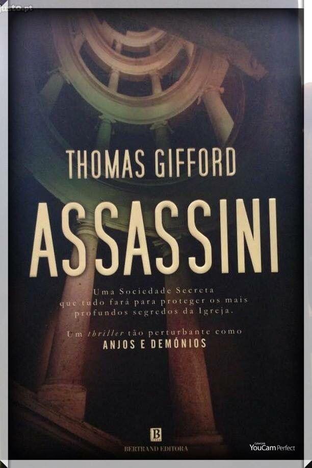 """Sinopse Os 'Assassini' eram uma muito antiga sociedade secreta de assassinos, de que os príncipes da Igreja se serviam para proteger os seu interesses. Mas agora para que servem? E quem os comanda? Uma irmandade que Thomas Gifford nos revela neste thriller, tão perturbante quanto """"Anjos e Demónios"""" de Dan Brown."""