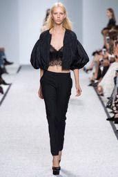 2017春夏プレタポルテ - パリコレクション - ジャンバティスタ ヴァリ(GIAMBATTISTA VALLI)  ランウェイ|コレクション(ファッションショー)|VOGUE JAPAN