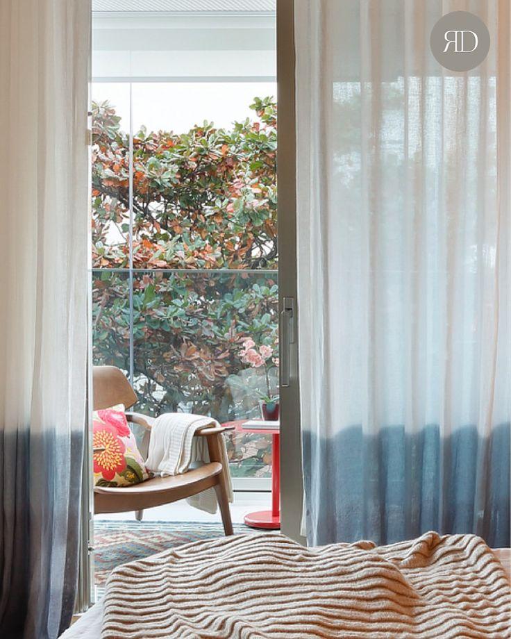 Despertar de Outono! | Apartamento DG Diamante Azul, Lagoa | Produção e fotografia: Simone Raitzik e Juliano Colodeti        #robertadevisatedesigner #interioresexclusivos #riodejaneiro #azul #bluetouch #autumn #fall #robertadevisateprojects #RD #RJ #interiordesign #produção #decoração #projetoexclusivo #projetoespecial #ombré #trend #linen #único #handmade #conforto #aconchego #quartodecasal #comfort #stylish #natural #cozy