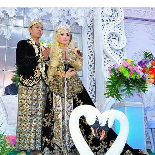 """11 Suka, 1 Komentar - KEBAYA👍BRIDAL👍BATIK👍BAJUMUSLIM (@venzakebaya) di Instagram: """"SPECIAL RIAS PERNIKAHAN; Perias Yanti Tuban. (Dapatkan rias eksklusif & paket wedding murah hanya…"""""""