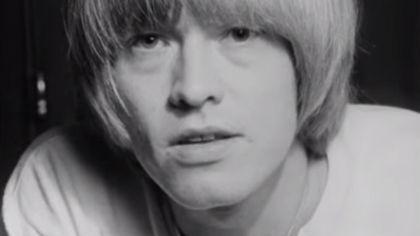 Hoy hace 47 años Brian Jones, el fundador de ''The Rolling Stones'', era hallado muerto en su piscina. Desde ese dia forma el famoso ''Club de los 27'' junto a Jim Morrison (quien falleceria el mismo dia pero 2 años mas tarde), Jimi Hendrix, Robert...
