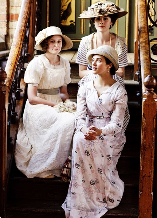 Laura Carmichael, Michelle Dockery & Jessica Brown Findlay in 'Downton Abbey' (2010)