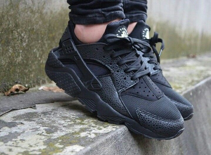 mens nike huarache triple black