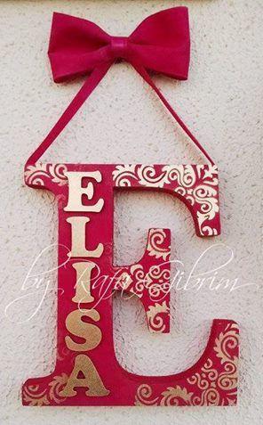 https://flic.kr/p/Bma3tD | Enfeite ELISA com a inicial - em MDF | Fugindo um pouquinho do feltro, esse foi um enfeite que fiz no fim de semana para presentear uma menininha linda e que fez aniversário. Feito com letras de MDF, tinta PVA, spray dourado, stencil e fitas de cetim, o resultado me encantou, muito mais do que eu esperava.