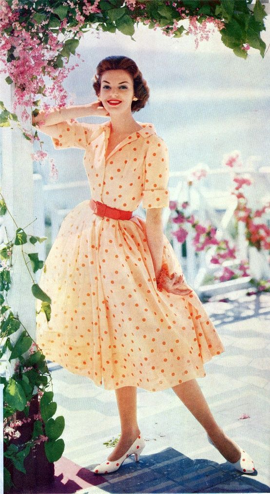 Modest Clothing for Women: Modest 1950's Dresses. Sigh.. I would so wear this tomorrow if I had it. Love