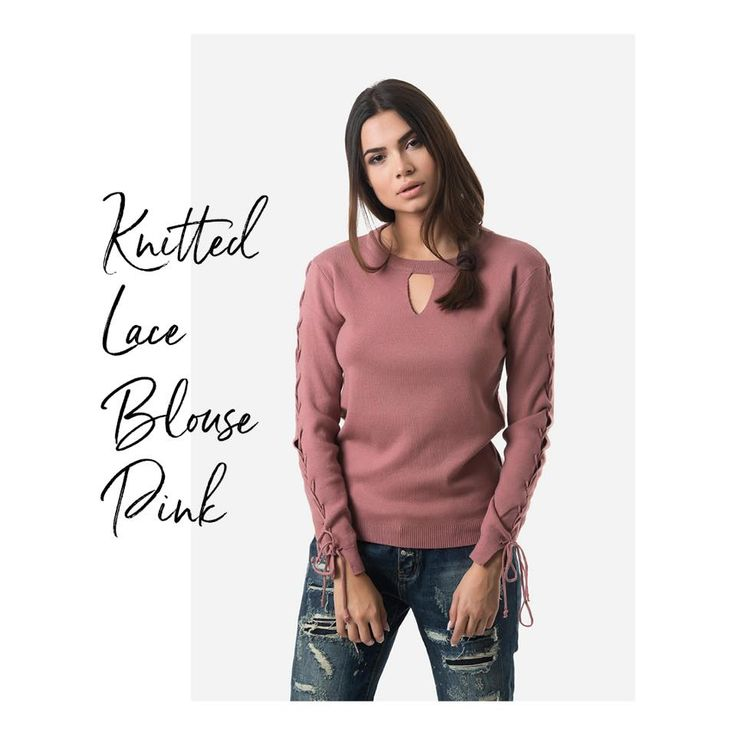 Knitted blouse with round neck and V opening at the bust. Lace sleeve details. Long sleeves. Elastic waist. 51% Viscose. 32% Cotton. 17% Polyester.