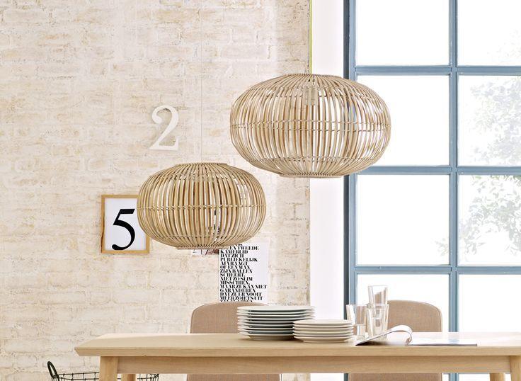 LICHTSPIELE  Pendelleuchte aus gebogenen Bambusstäbchen