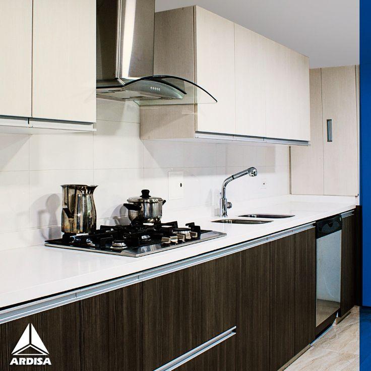 Las #cocinas lineales son sencillas y funcionales. Es una opción práctica para áreas pequeñas ya que tiene todo al alcance junto a una pared. #homedecor #design #kitchen #decoracion