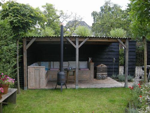 Tuinkamer met leuke oude balken en gepotdekselde schutting