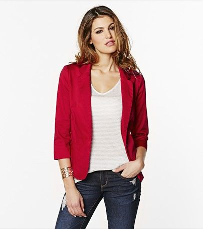 Succumb to this red temptation girlfriend blazer! Wear it with one of our dress pants for a trendy office look.