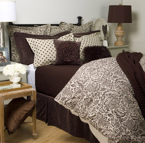 Really like this bed spread. Looks like a duvet cover which will be great cause we will never use it on our bed.